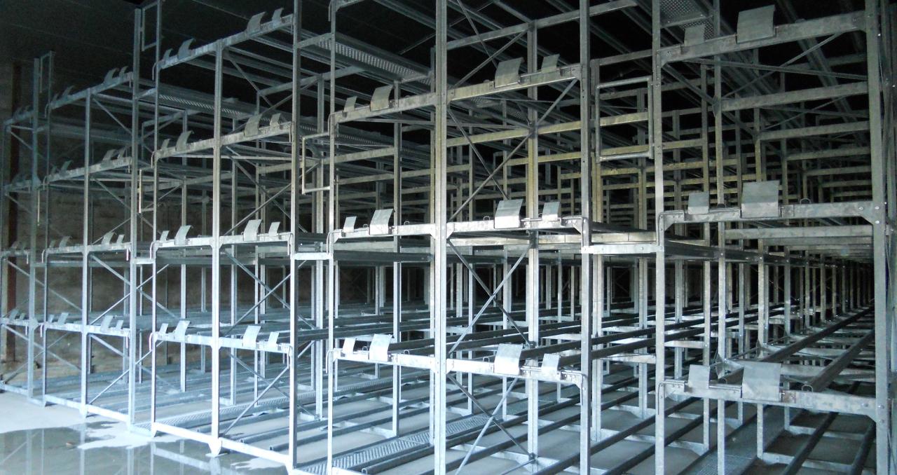 Racks de stockage 900 barriques et 4 cuves inox